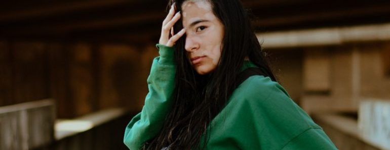 mulher com vitiligo usando bioflovit